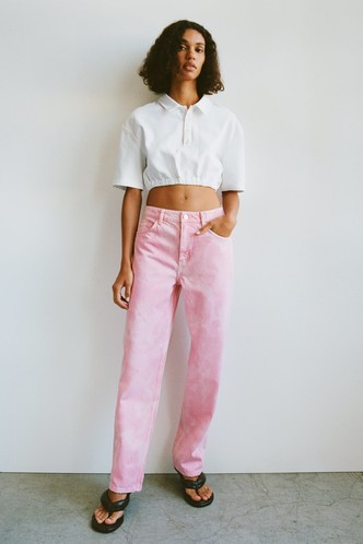 Фото №5 - Самые трендовые джинсы сезона весна-лето 2021: собрали 11 пар, которые украсят ваш гардероб