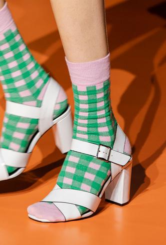 Фото №40 - Самая модная обувь весны и лета 2020: советы дизайнеров
