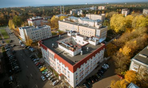 Фото №1 - В больнице Сестрорецка отбивались от налётчиков, пострадал главный врач