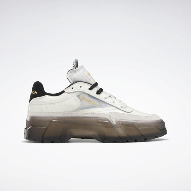 Фото №1 - Reebok выпустили очень модные кроссовки в коллаборации с Карди Би, но купить их можно только сегодня