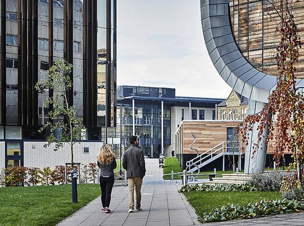 Фото №9 - Где учились принц Уильям, Кейт Миддлтон и Амелия Виндзор: лучшие британские университеты (часть 2)