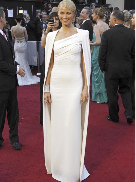 Фото №18 - 22 самых красивых белых платья всех времен