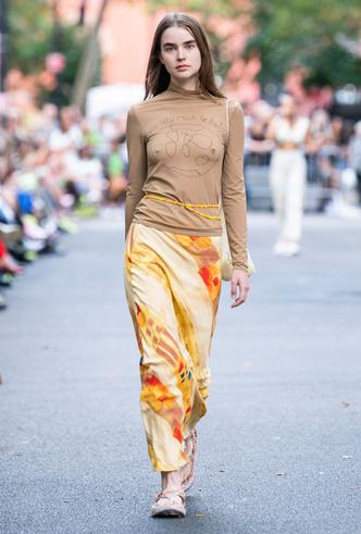 Фото №8 - Асимметрия, деним и карго: самые модные юбки лета 2020