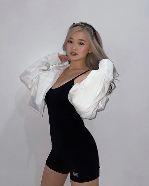 Фото №2 - Как красиво носить распущенные волосы: учимся у Кристины Ким из XO Team