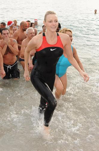 Фото №20 - Королевский пляж: плавки и бикини монарших особ