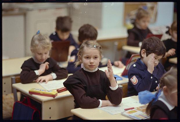 Фото №1 - Как в СССР издевались над детьми-левшами: 10 реальных историй