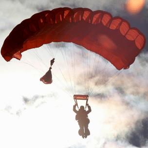 Фото №7 - Гадаем на парашютах: в какой день недели тебе всегда везет? 🪂