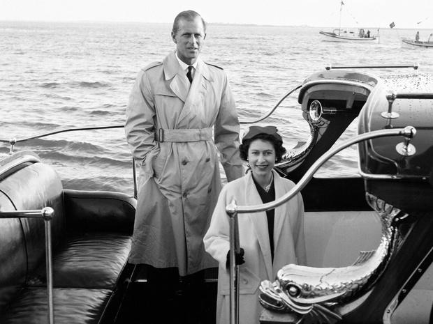 Фото №3 - Ее опора и любовь: самые трогательные цитаты Королевы о принце Филиппе