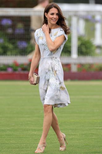Фото №41 - Королевский дресс-код: любимые сумки герцогини Кембриджской