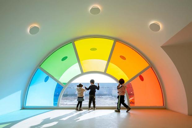 Фото №4 - Детский сад в форме торта, который может менять цвета: фото