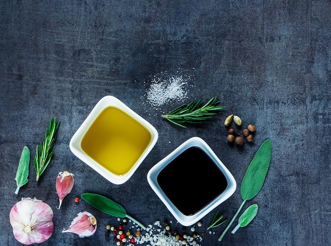 Фото №4 - Травы маслом не испортишь: готовим оригинальные заправки для салатов