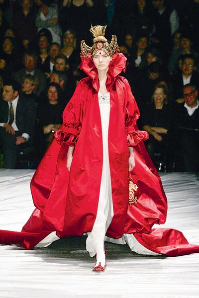 Фото №23 - 7 модных платьев, 7 модных интерьеров