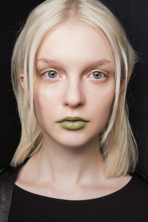 Фото №18 - Как правильно использовать зеленый цвет в макияже и маникюре