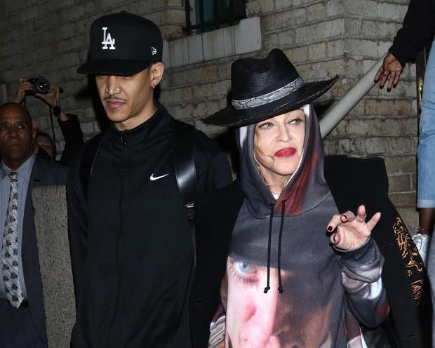 Мадонна и Ахмалик