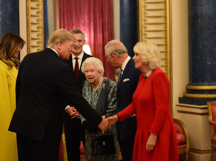 Фото №2 - Как Королева демонстрирует особое отношение к герцогине Камилле
