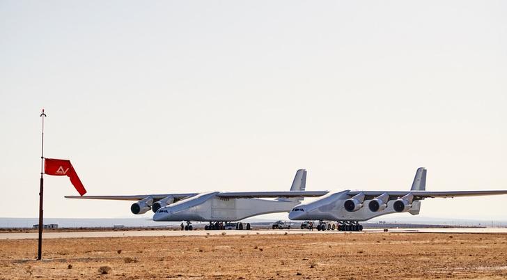Фото №1 - Самый большой самолет готовится подняться в воздух