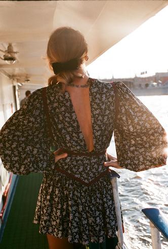 Фото №13 - Для дома и на выход: 10 платьев, которые пригодятся вам на карантине и после