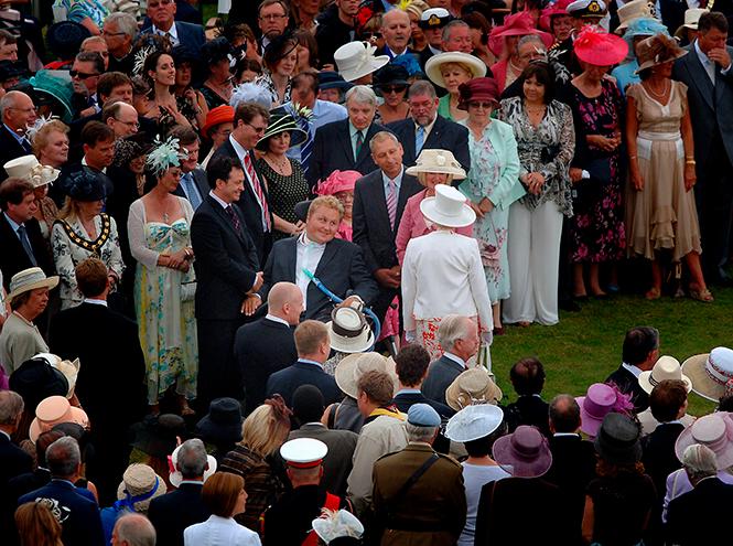 Фото №7 - Шляпу надень: почему Меган Маркл придется привыкать к головным уборам