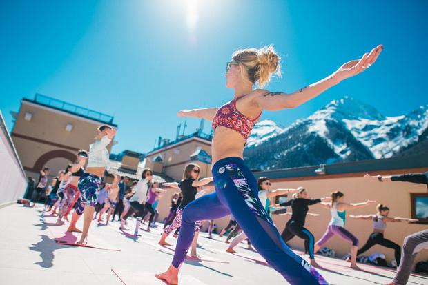 Фото №1 - Все бежим на Roxy Yoga: солнце, река и плоский животик