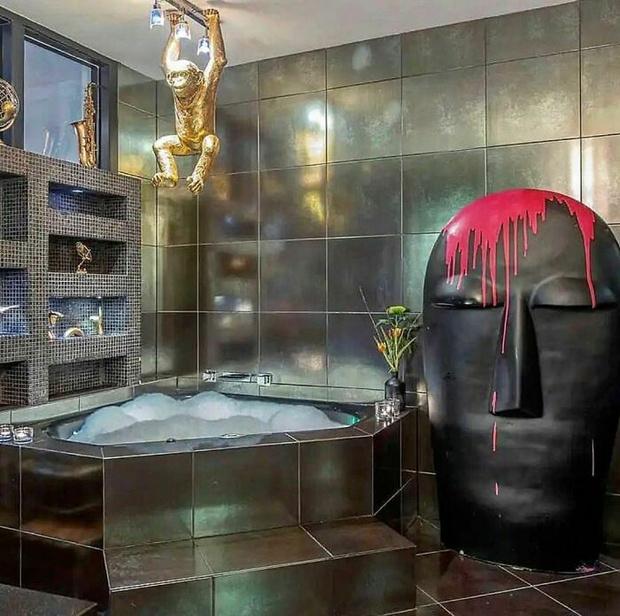 Фото №1 - Не надо так: 23 реальных фото ванных с ужасным ремонтом