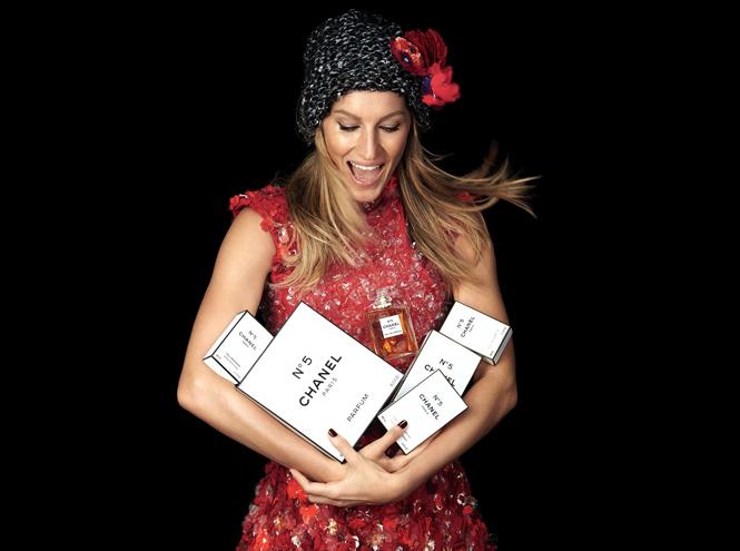 Жизель Бундхен в рождественской рекламе Chanel №5
