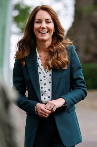 Фото №15 - Клетка, джинсы и костюмы: все наряды герцогини Кейт в туре по Шотландии