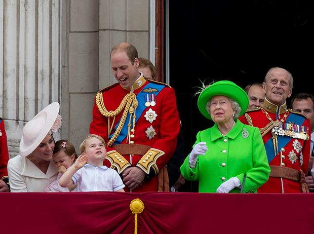 Фото №6 - Принцесса Шарлотта и принц Джордж стали главными героями «балконного шоу»
