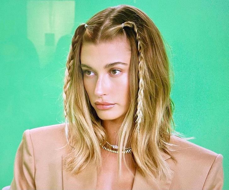 Фото №1 - Прическа, с которой лицо выглядит стройней: плетем косички как у Хейли Бибер