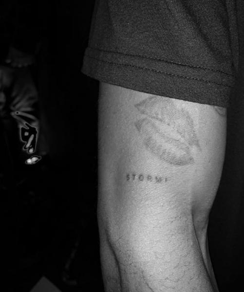 Фото №2 - Кайли Дженнер и Трэвис Скотт сделали одинаковые татуировки