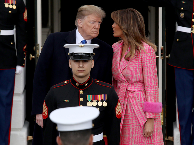 Фото №3 - Кто выиграл у Мелании Трамп битву за самый оригинальный наряд
