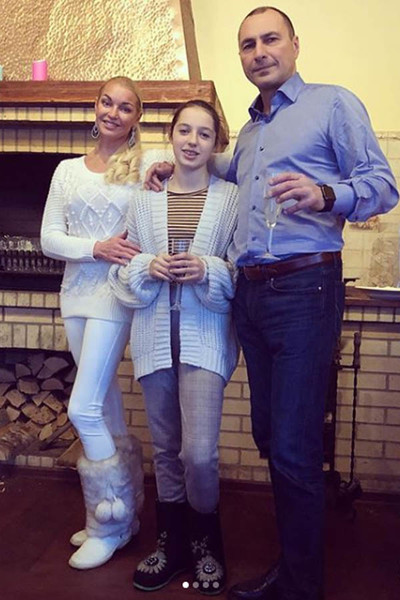 Анастасия Волочкова с дочкой и бывшим мужем фото