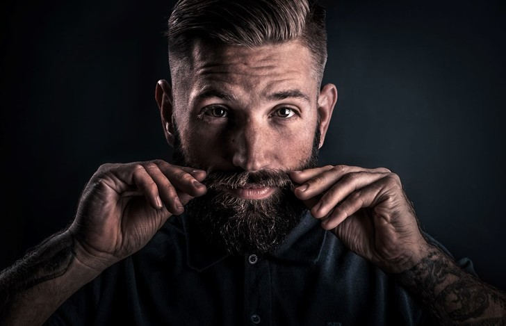 Фото №1 - Усы у мужчин препятствуют появлению рака