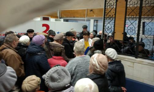 Фото №1 - «И вечный бой»: петербуржцы с диабетом вновь штурмуют аптеки, с «добычей» уходят не все