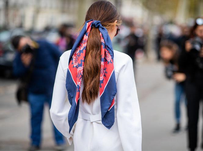 Фото №16 - Как носить шелковые платки: 10 самых простых и стильных способов