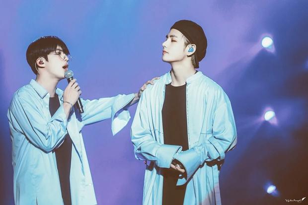 Фото №3 - Джин one love: BTS рассказывают, за что любят своего старшего братика