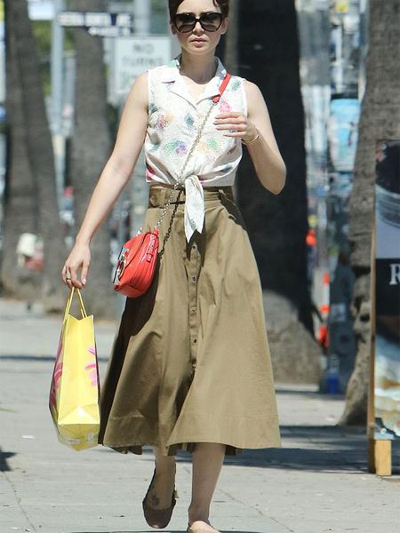 Лили Коллинз уличный стиль