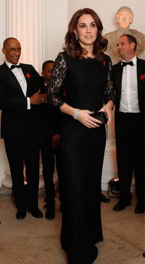 Фото №19 - 15 примеров, когда королевские особы надевали одно и то же вечернее платье несколько раз