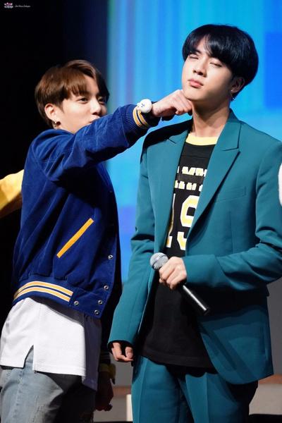 Фото №7 - Джин one love: BTS рассказывают, за что любят своего старшего братика
