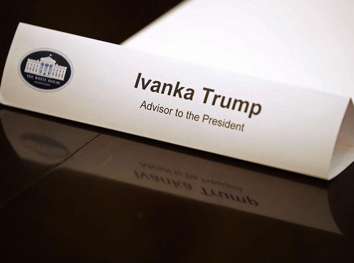 Фото №20 - 10 самых обсуждаемых нарядов Иванки Трамп за 2017 год