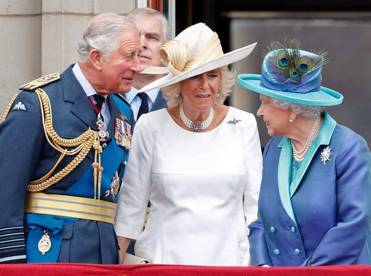 Фото №7 - Почему Меган Маркл стояла на балконе рядом с Королевой (а Кейт – никогда)