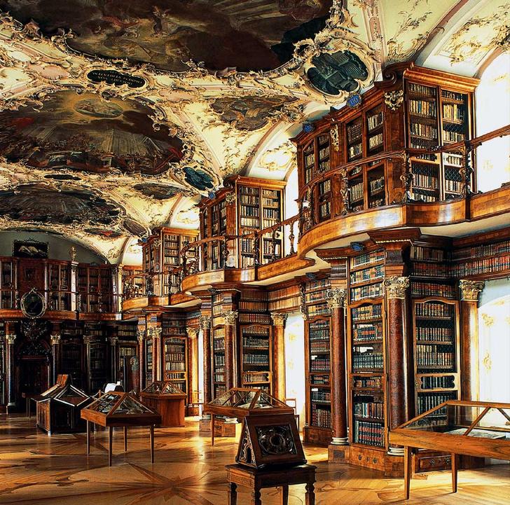 Фото №3 - Книжный мир: 12 потрясающих библиотек