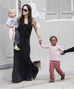 Фото №2 - 5 образов Анджелины Джоли, которые всегда будут в моде