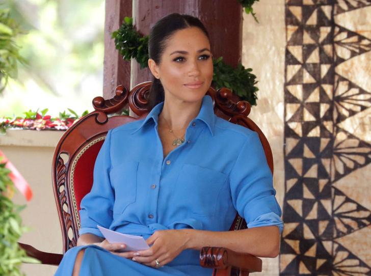 Фото №3 - Как герцогиня Меган училась быть обаятельной и привлекательной