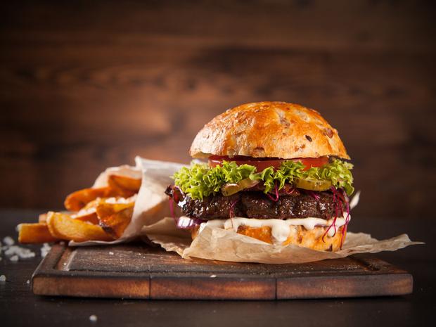 Фото №1 - Пальчики оближешь: 4 лучших рецепта домашних бургеров