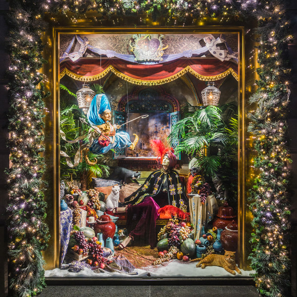 Фото №11 - Из сказки в сказку: 36 волшебных сюжетов в витринах ЦУМа