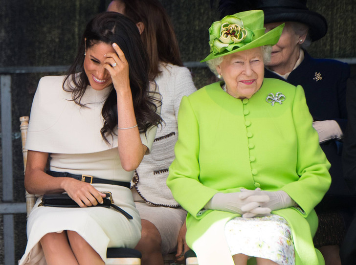 Фото №7 - Как герцогиня Меган разбудила «внутреннего ребенка» королевы