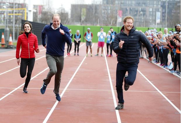 Фото №2 - Уильям и Кейт поздравили Гарри с 36-летием уморительным совместным фото