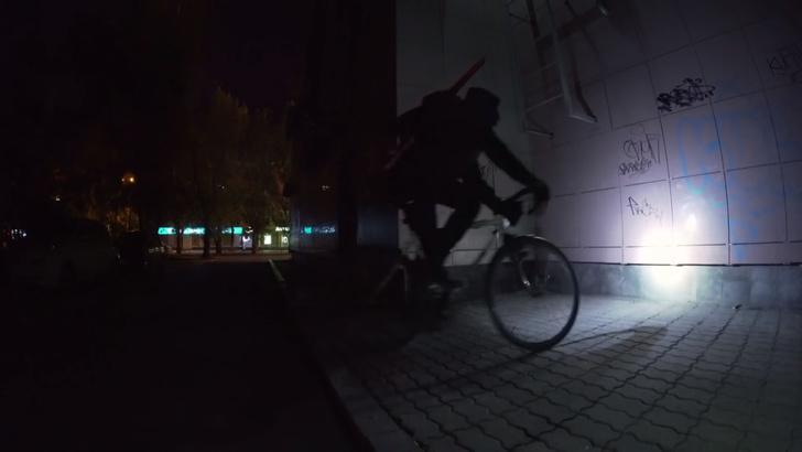 Фото №1 - Уличный художник в Ебурге внес поправки в агитацию голосования по Конституции (видео)