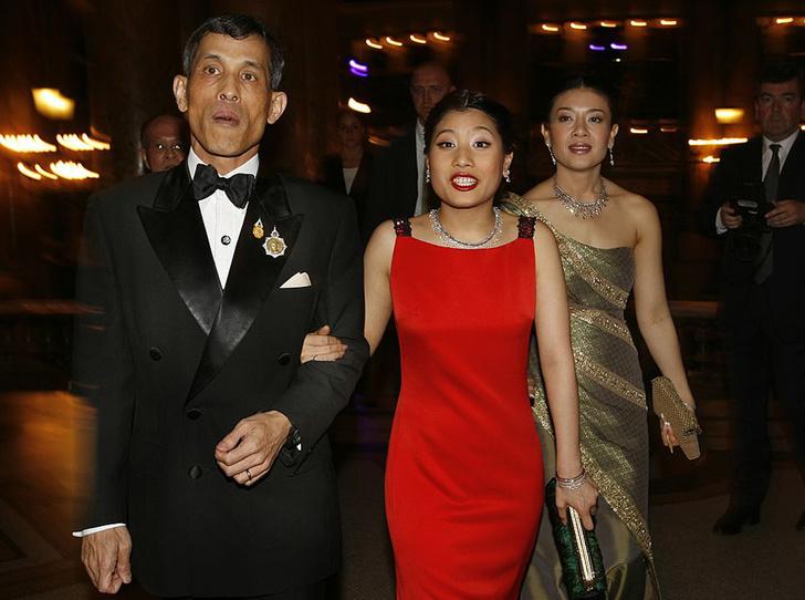 Фото №2 - Король Таиланда женился на женщине-генерале