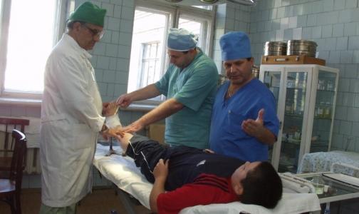 Фото №1 - В петербургской поликлинике некому делать перевязки детям — посылают в больницу